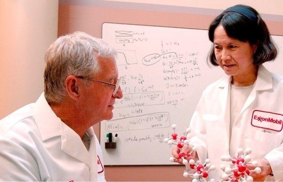 蕭美琛退休前為埃克森美孚(ExxonMobil)全球研究與工程中心資深科技顧問。...