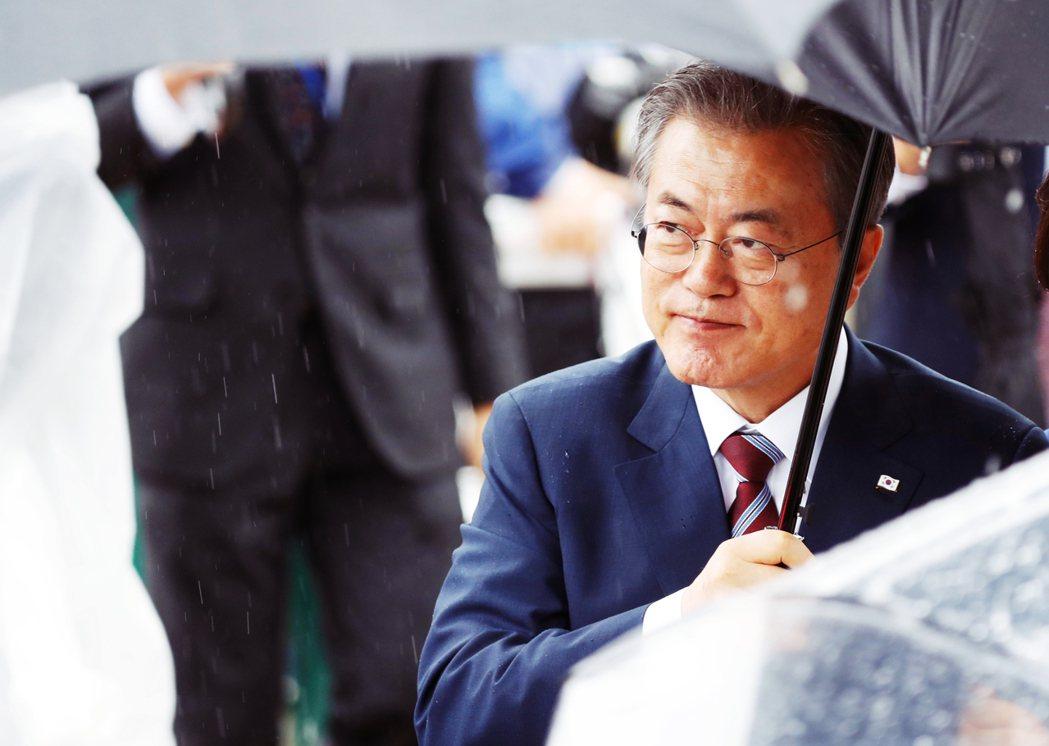 文在寅總統終於在10月7日表明立場:「最近國民發出各種聲音,我都以嚴正的心態傾聽...