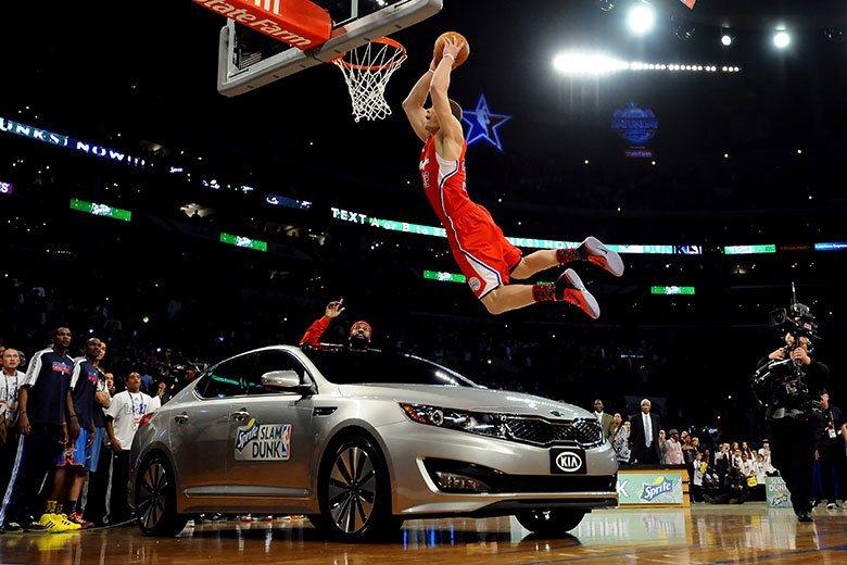 葛里芬在灌籃大賽飛躍汽車的這一灌,讓長期與NBA合作的起亞汽車有了巨大的曝光機會...