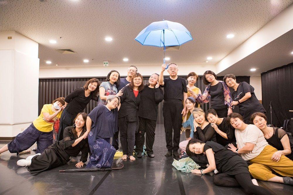 經過4個多月的時間,他們站上實驗劇場跳舞。 圖/國家表演藝術中心國家兩廳院提供