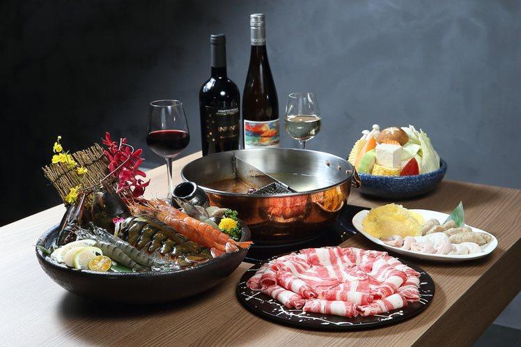 鍋 & Bar提供一系列火鍋與紅酒、白酒搭配的組合。記者陳睿中/攝影 ※ 提醒...