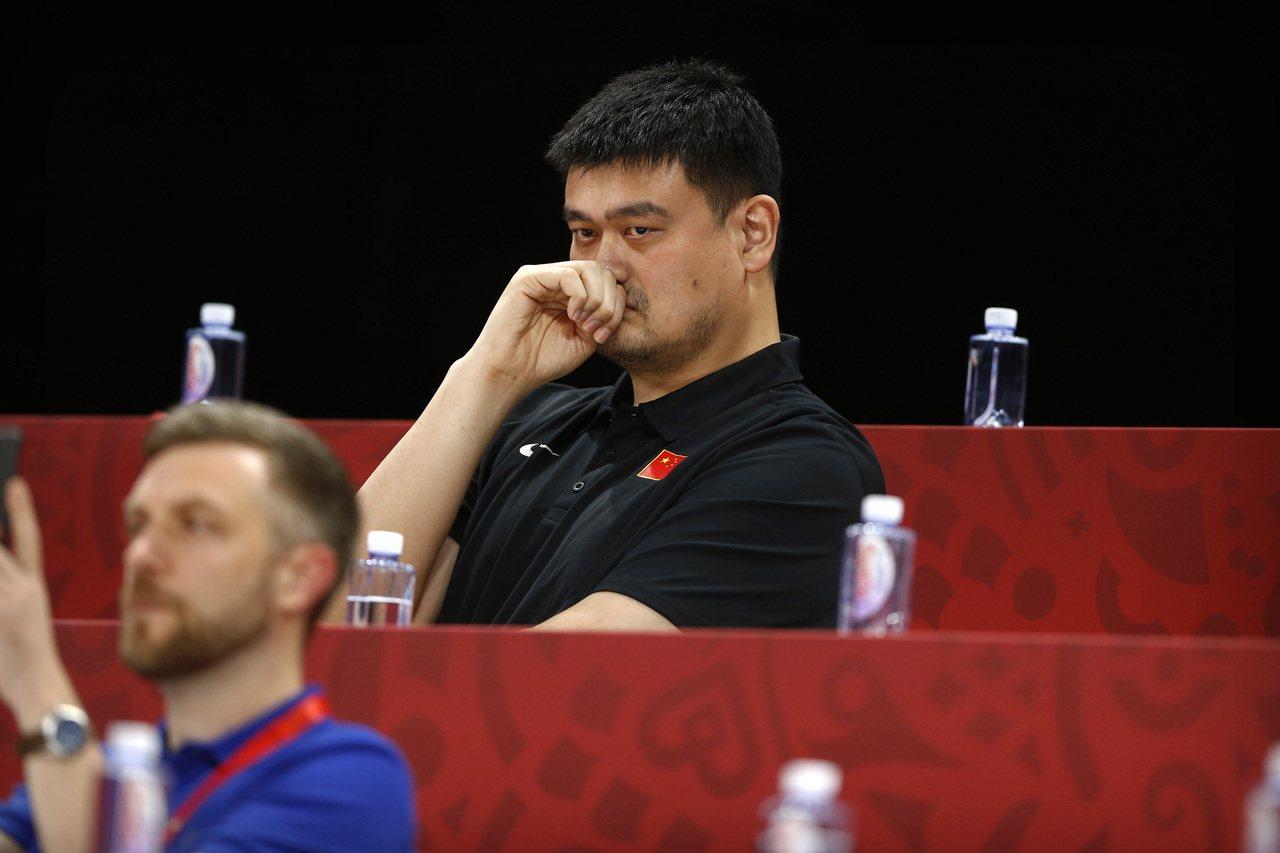 美聯社分析指出,在NBA火箭隊總經理推文風波中,姚明有機會成為NBA與中國裂縫的...