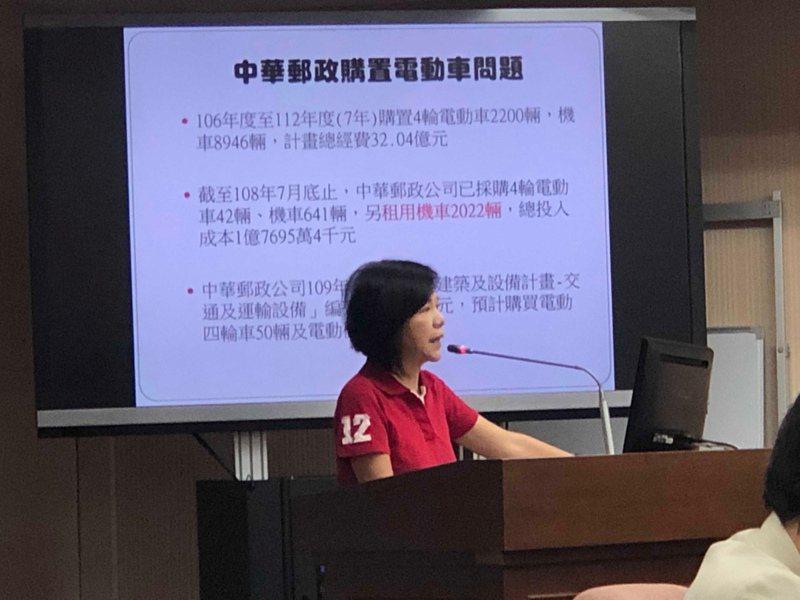立委葉宜津質詢時說,中華郵政公司出現車比人多狀況。記者曹悅華/攝影