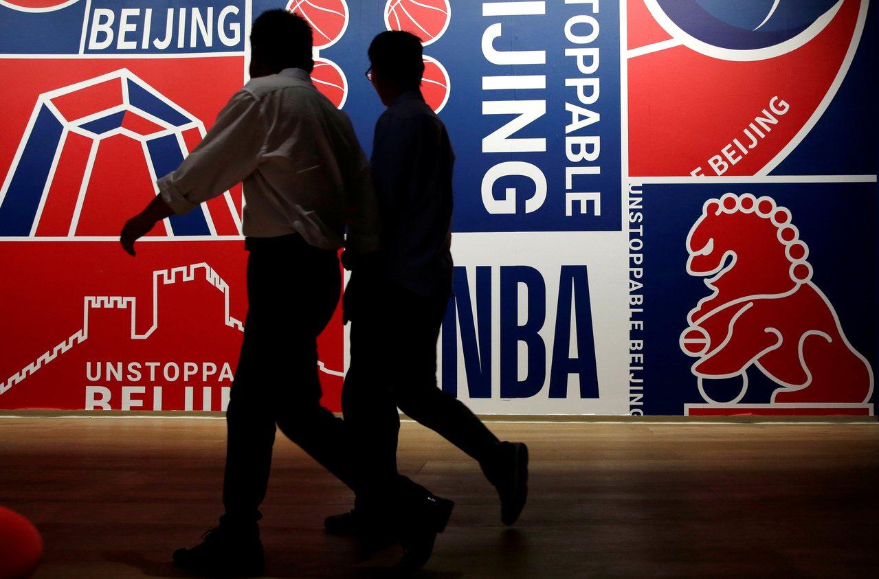 挺港戰火燒進NBA,美中經濟戰演變成為文化戰。 路透