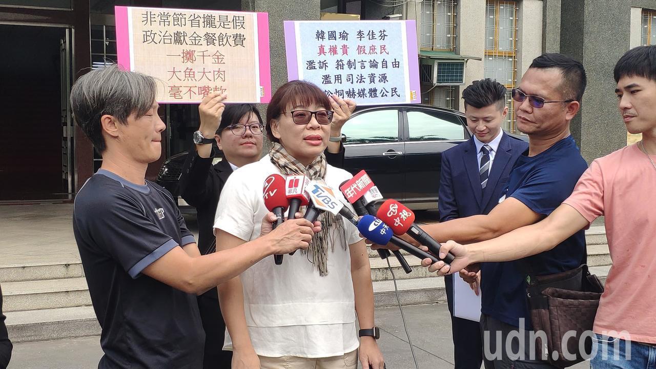 高雄市長韓國瑜的妻子李佳芬今天再度委任律師到雲林地檢署遞狀控告年代主持人安幼琪、...