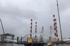 南方澳拆橋現場下雨 港公司:仍以24小時完成為目標
