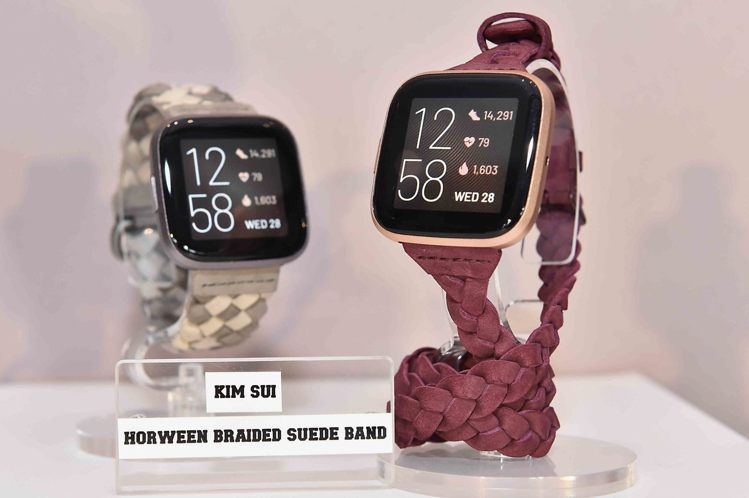 Fitbit Versa 2與紐約時裝設計師Kim Shui合作推出聯名編織錶帶...