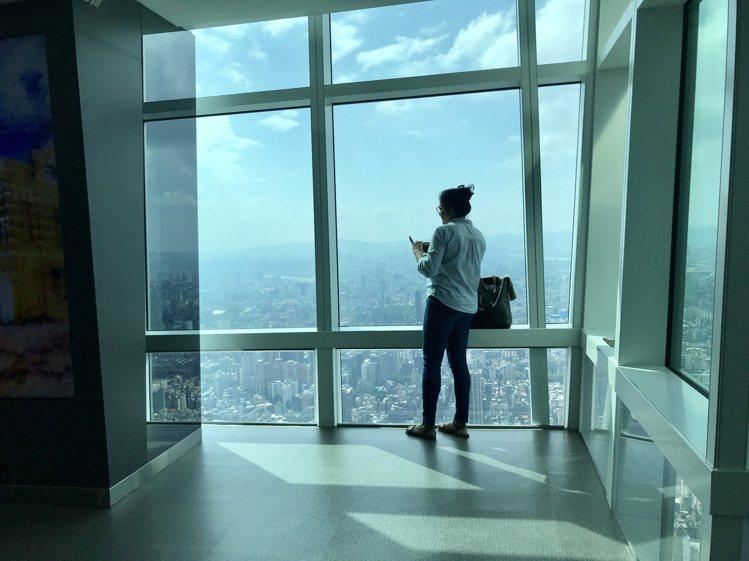 台北101觀景台針對國人推出史上最優惠票價。圖/記者江佩君攝影
