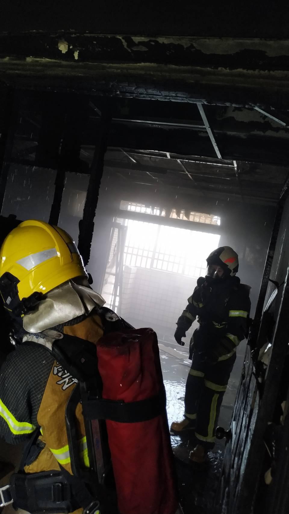 消防局共派遣消防車輛6輛、消防人員12人前往搶救火勢。記者李京昇/翻攝