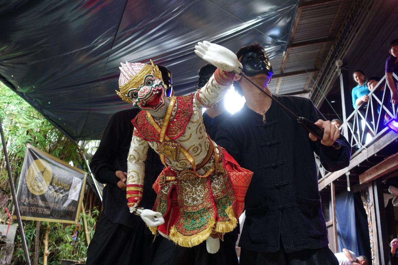 故宮南院國慶連假免費入場,泰國知名團隊「孔邦隆藝術之家」演出泰國傳統木偶戲。圖/...