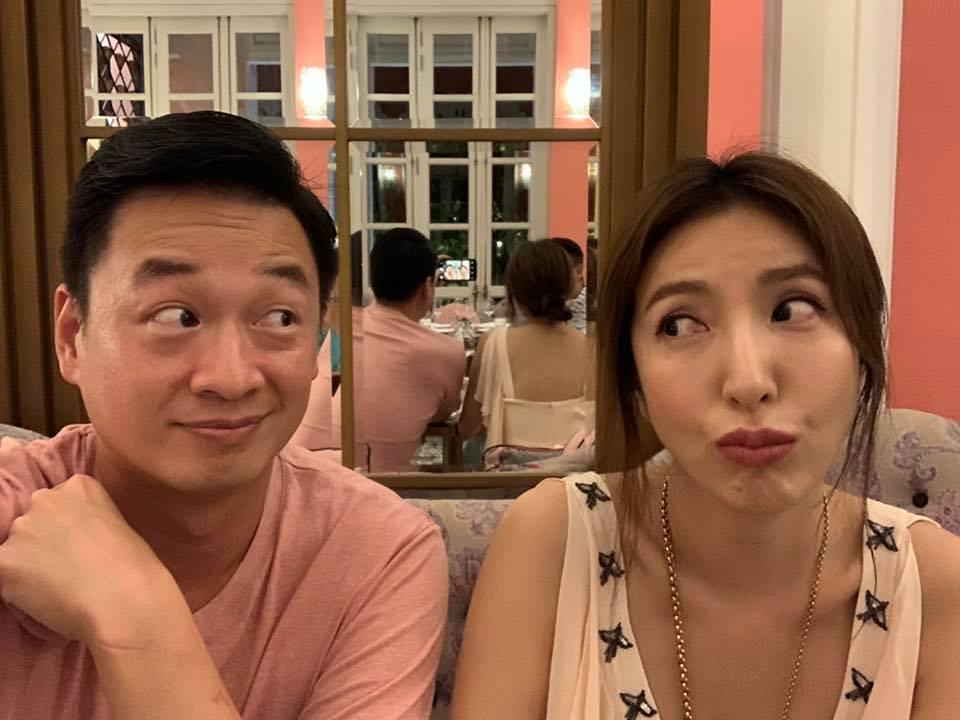 楊謹華(右)放閃祝賀老公生日。圖/摘自臉書