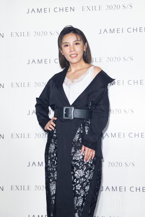 蔡燦得、蔡淑臻、李佳薇下午出席「2019臺北時裝周」位於松菸園區內舉行的陳季敏Jamei Chen服裝秀。