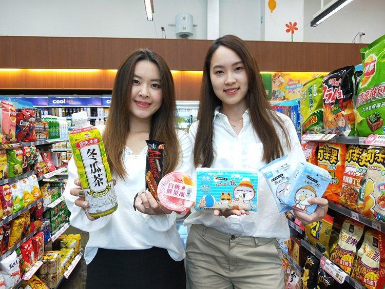 迎接雙十國慶連假,萊爾富推出多項商品買1送1優惠。圖/萊爾富提供