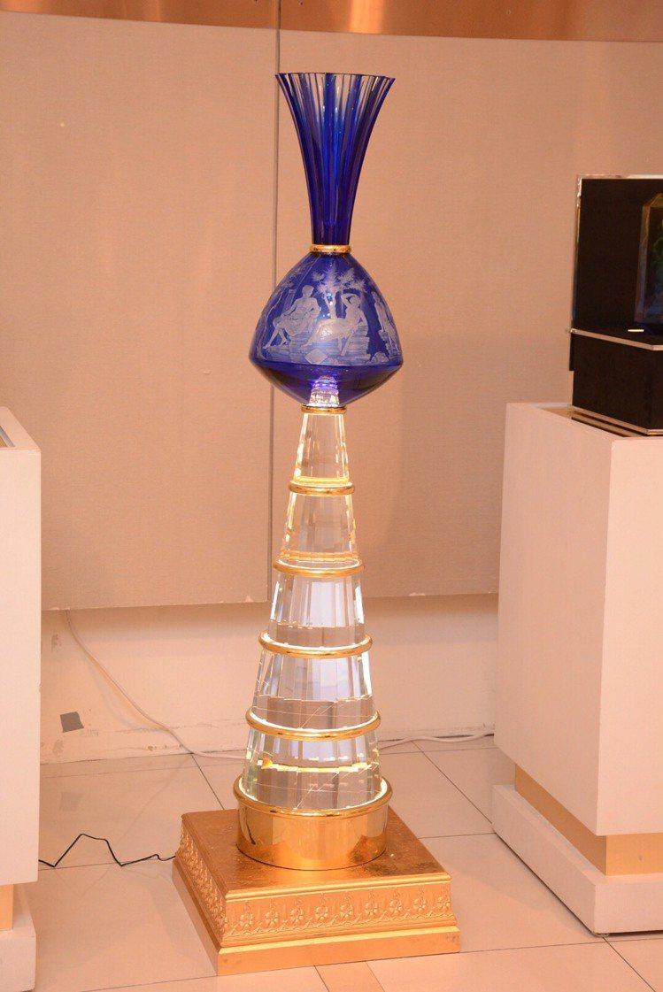 摩瑟水晶節節高升,高度160公分,限量2件。圖/國裕企業提供