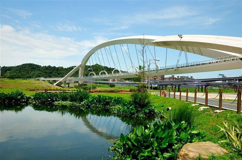 交通部疑似使用舊資料指新北有20座橋梁須列管,新北工務局則表示,轄區內16座特殊...