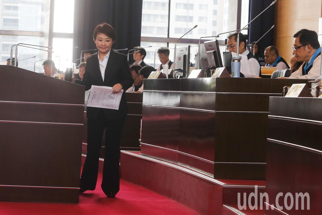 台中市長盧秀燕進行施政報告,她在報告中坦誠對於空汙處理,市府仍有努力的空間。記者...