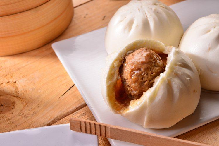 萊爾富、松包子聯名新品「上品鮮肉包」, 售價30元。圖/萊爾富提供