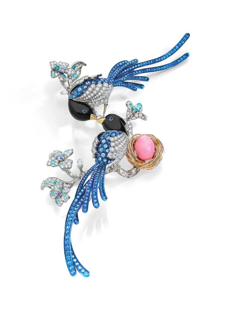ANNA HU絲路音樂系列藍鵲胸針,成交價約200萬港幣。圖/ANNA HU提供