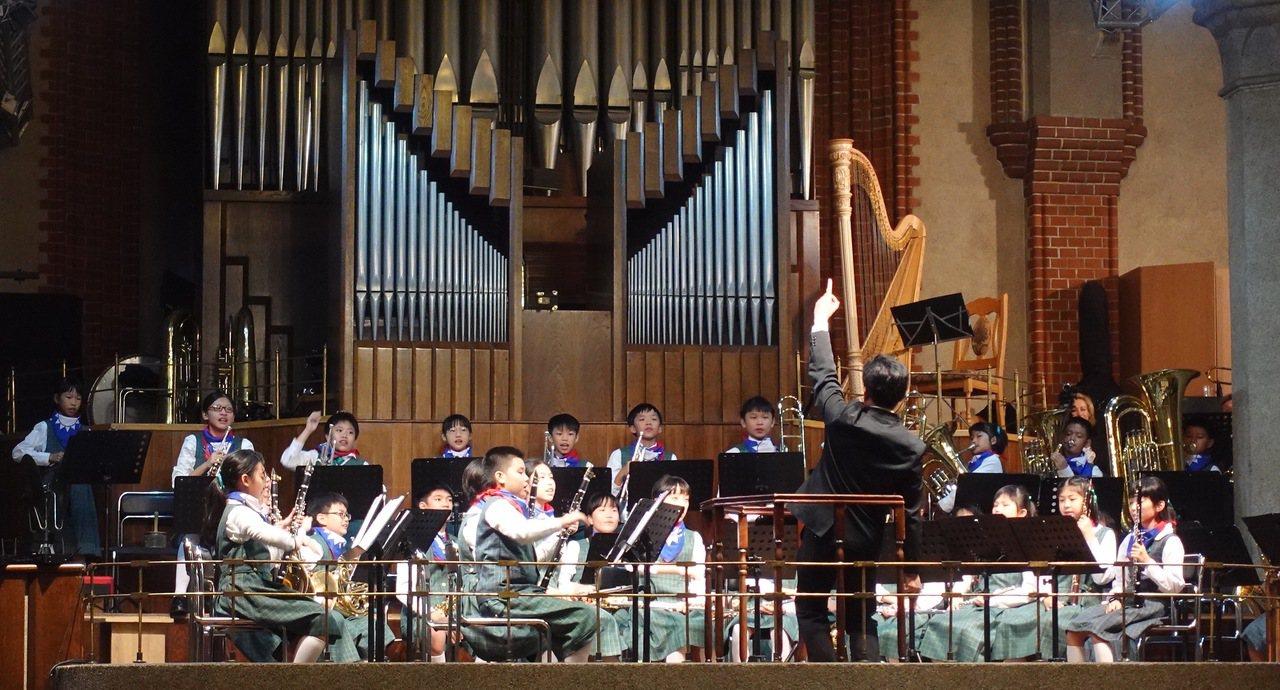 中華民國國旗飄揚俄羅斯 前金國小參加國際管樂賽奪冠