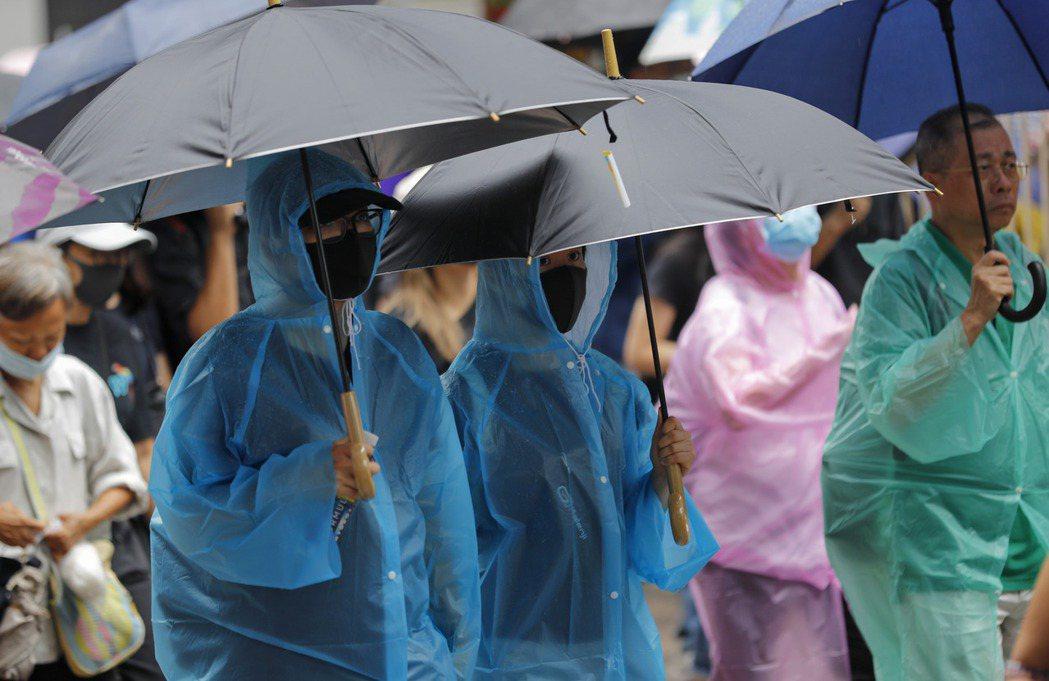 香港反送中抗爭愈演愈烈,讓愈來愈多香港民眾打算逃離香港,但他們首選的移民地點卻不...