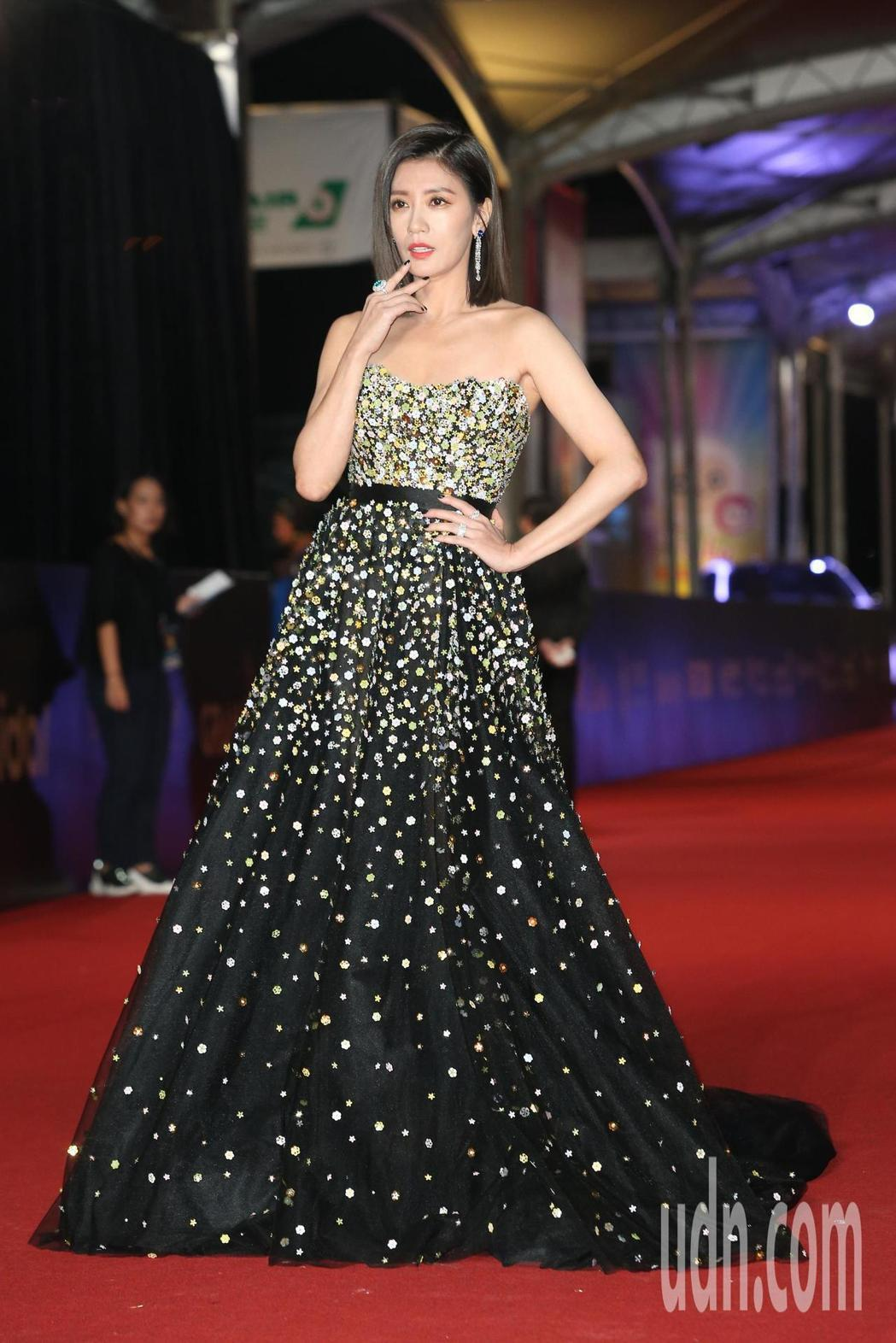 賈靜雯亮麗出席金鐘獎,更一舉奪下視后寶座。圖/本報資料照