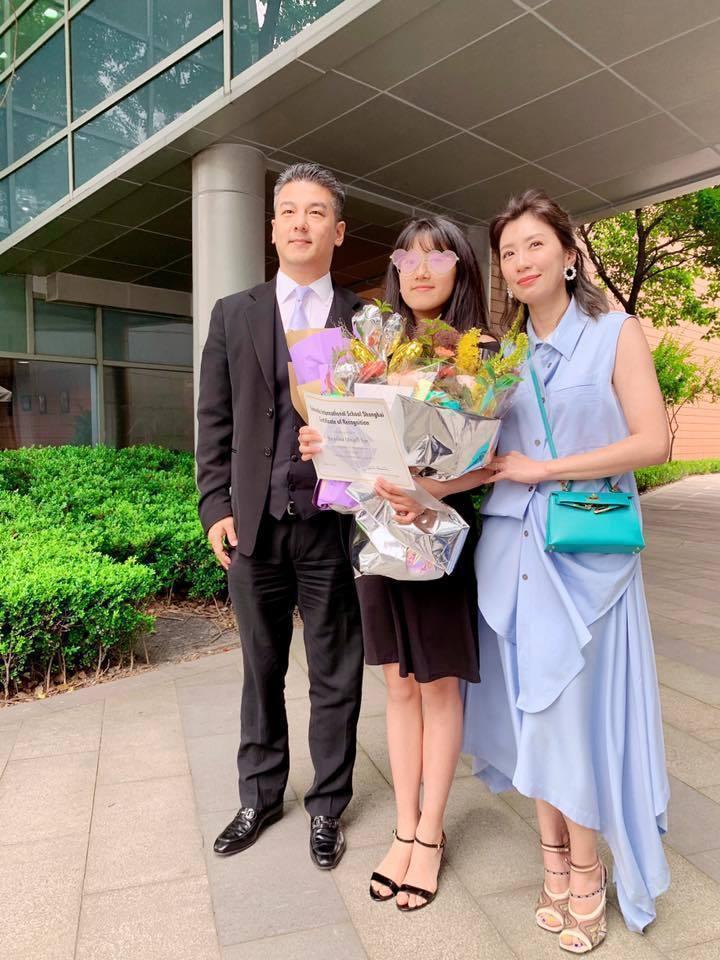 賈靜雯(右起)為女兒與前夫孫志浩破冰。圖/摘自臉書
