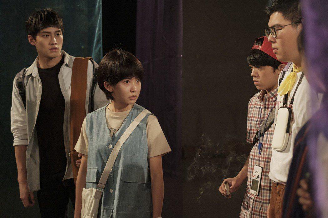 范少勳(左起)、郭書瑤演出「通靈少女」第二季。圖/HBO Asia提供