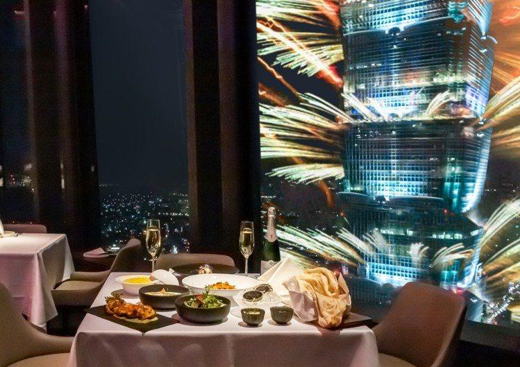 微風周年慶推出消費滿額,可提前預約微風信義、微風南山跨年夜高空景觀餐廳。圖/Sa...