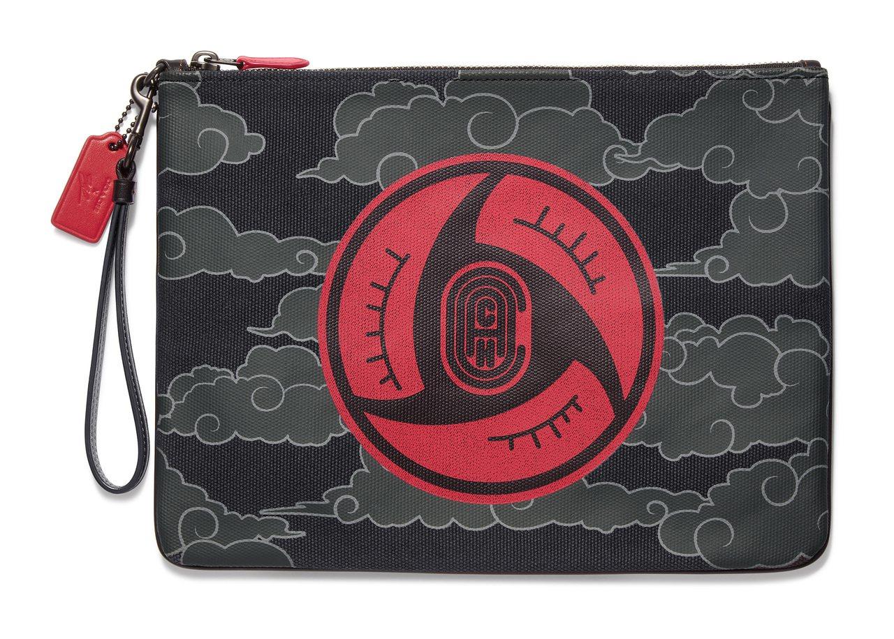 COACH X MBJ手拿包,售價9,900元。圖/COACH提供