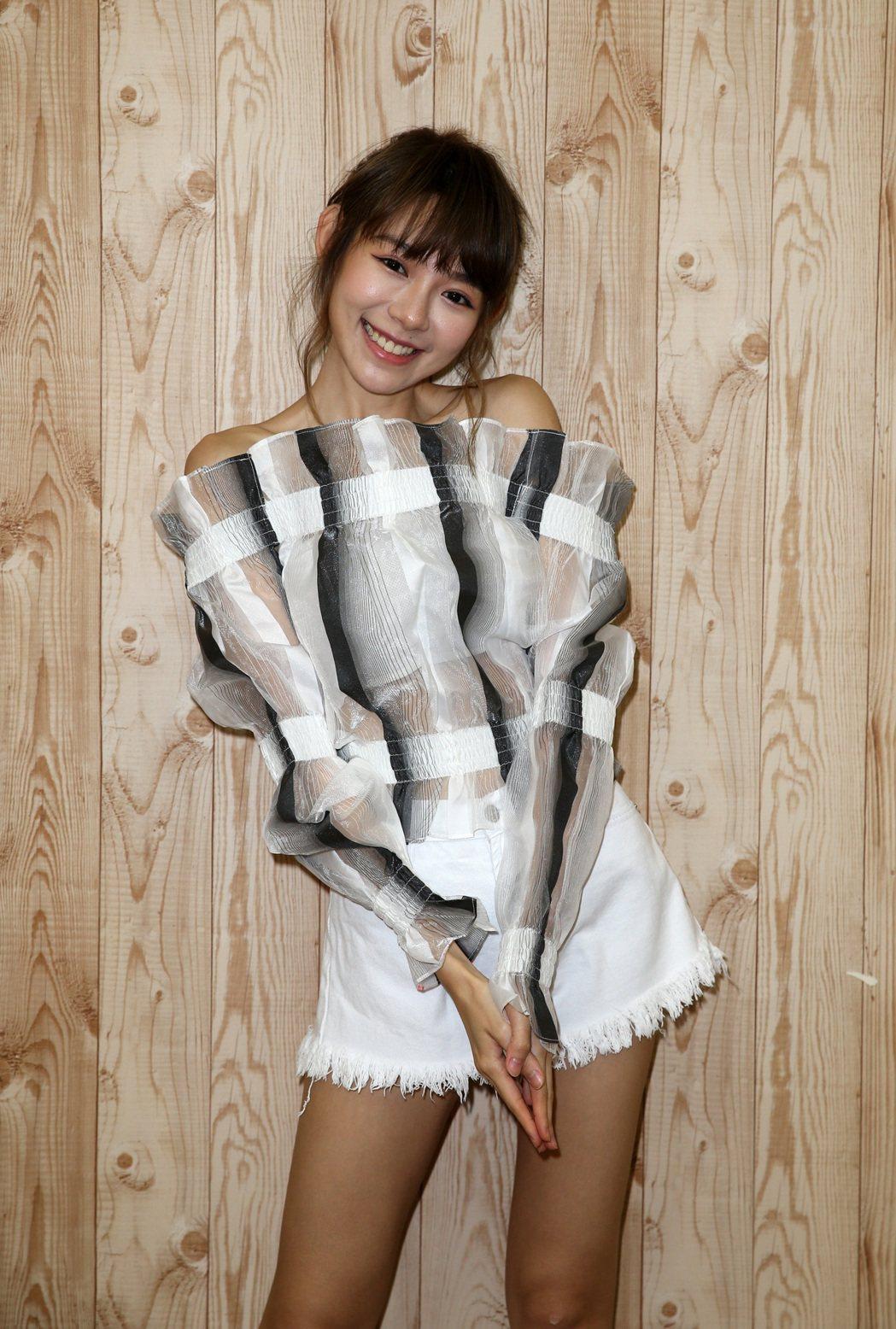 林明禎為新歌「Whoo」練舞,雖瘦到罩杯縮水,但也練出翹臀。記者曾吉松/攝影