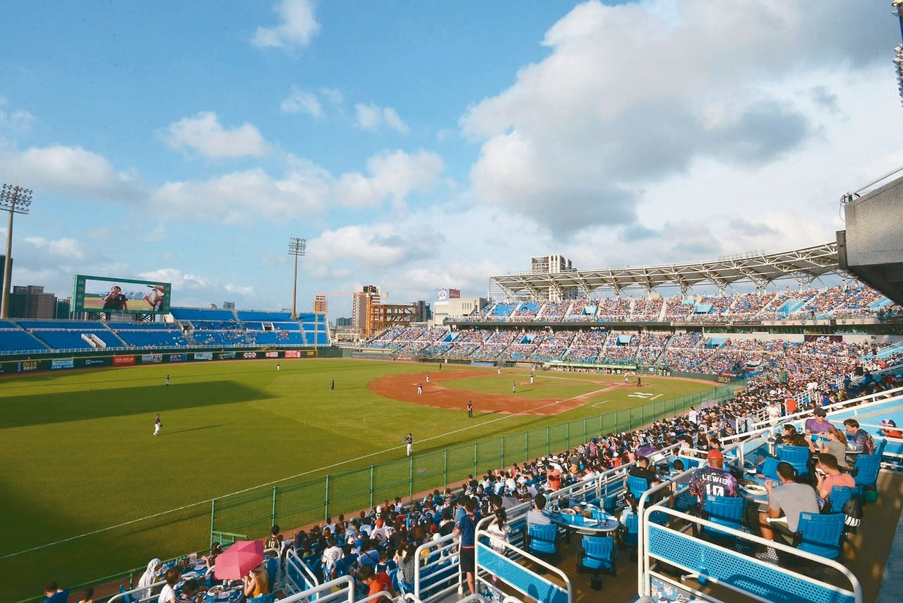 桃園國際棒球場採OT營運,現為Lamigo桃猿隊主場。 圖/桃園市府提供