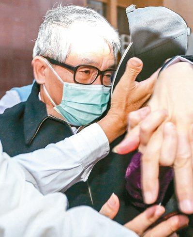 東森集團總裁王令麟被控於五年前行賄時任台北監獄副典獄長蘇清俊(圖),換取特權。 ...