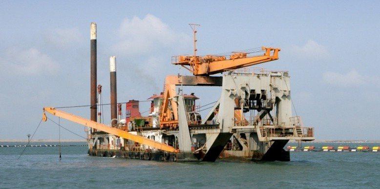 宏華營造也有多艘絞吸式挖泥船。 圖/翻攝宏華營造網站