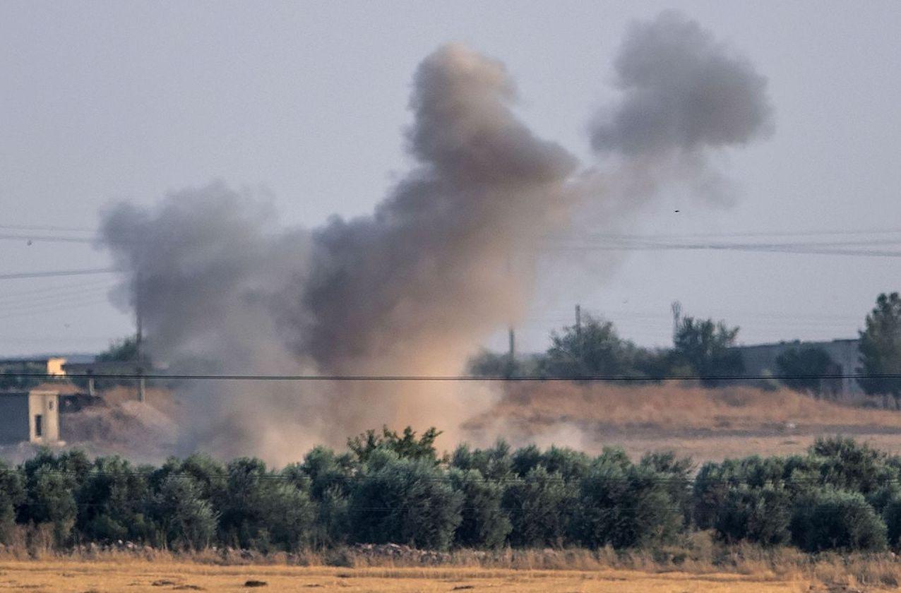 土耳其軍隊轟炸敘利亞東北部,準備肅清該區的庫德族民兵。 (法新社)