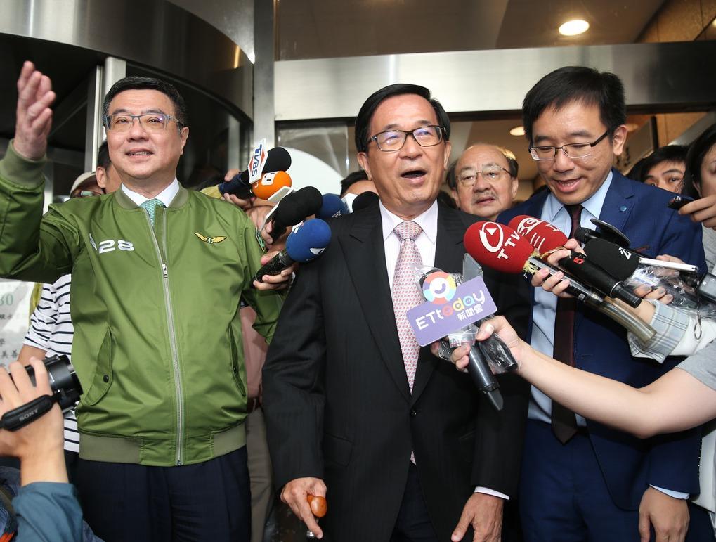 前總統陳水扁(中)日前重回民進黨中央黨部。圖/聯合報系資料照片