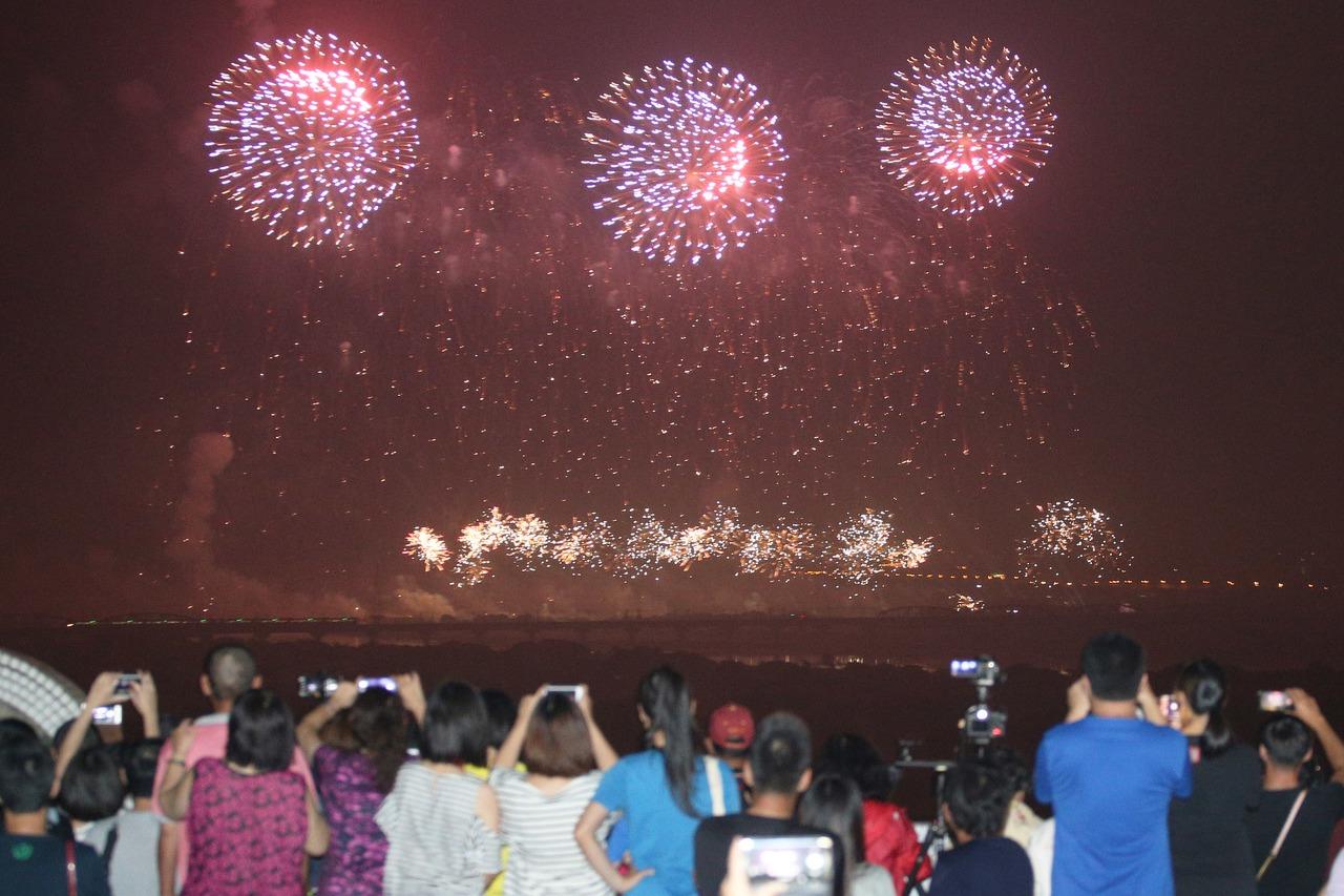 32萬人次賞國慶焰火 會場投入破千警力