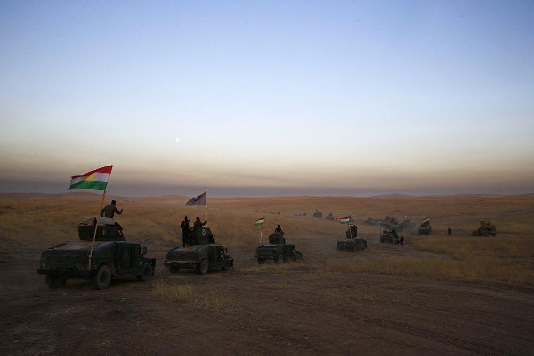 敘利亞庫德族敢死隊的車隊。 (美聯社)