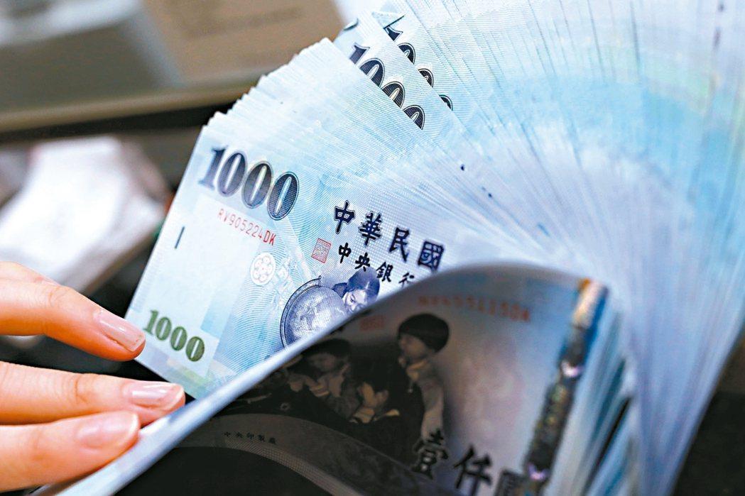 財政部昨(9)日公布9月全國稅收共2,333億元,較上年同月略減4.3%,不過累...