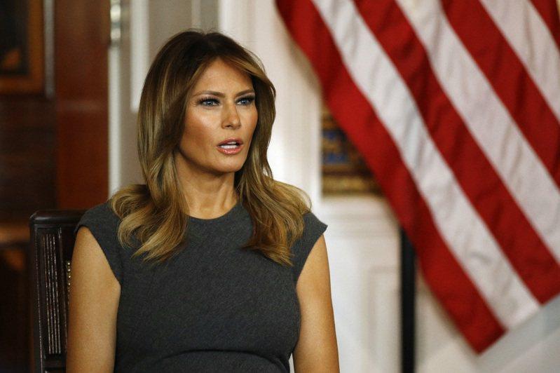 第一夫人梅蘭妮亞9日參加白宮聆聽會,聽取青少年使用電子菸的經歷。(美聯社)