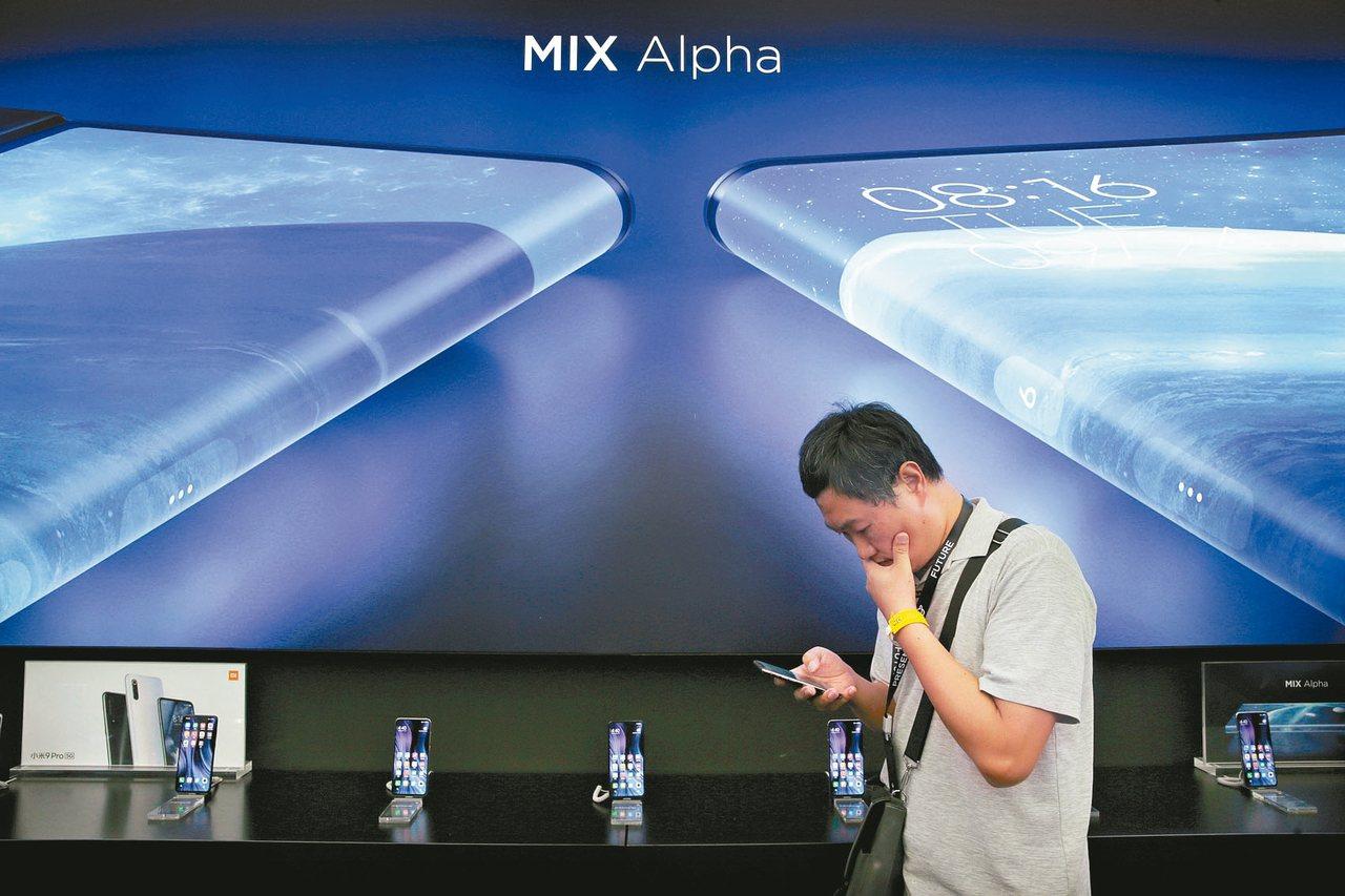 手機市場陷入衰退,業界看好5G帶入新活水,今年多家廠商搶推5G手機展示研發實力。...