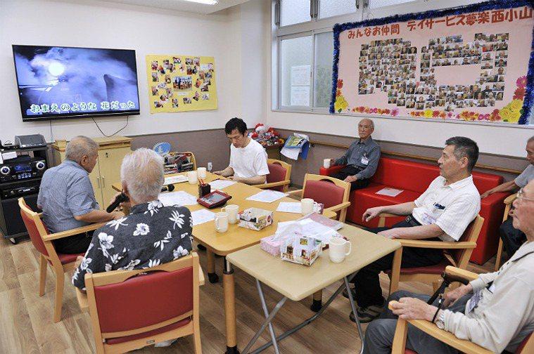 托老所的日本老人。圖取自helpmanjapan.com