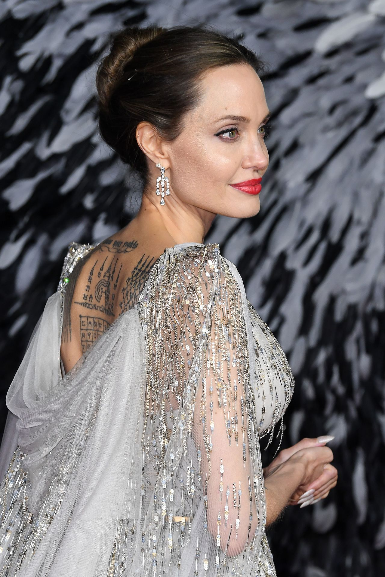 電影《黑魔女2》近日在倫敦舉行首映典禮,安潔莉娜裘莉(Angelina Joli...
