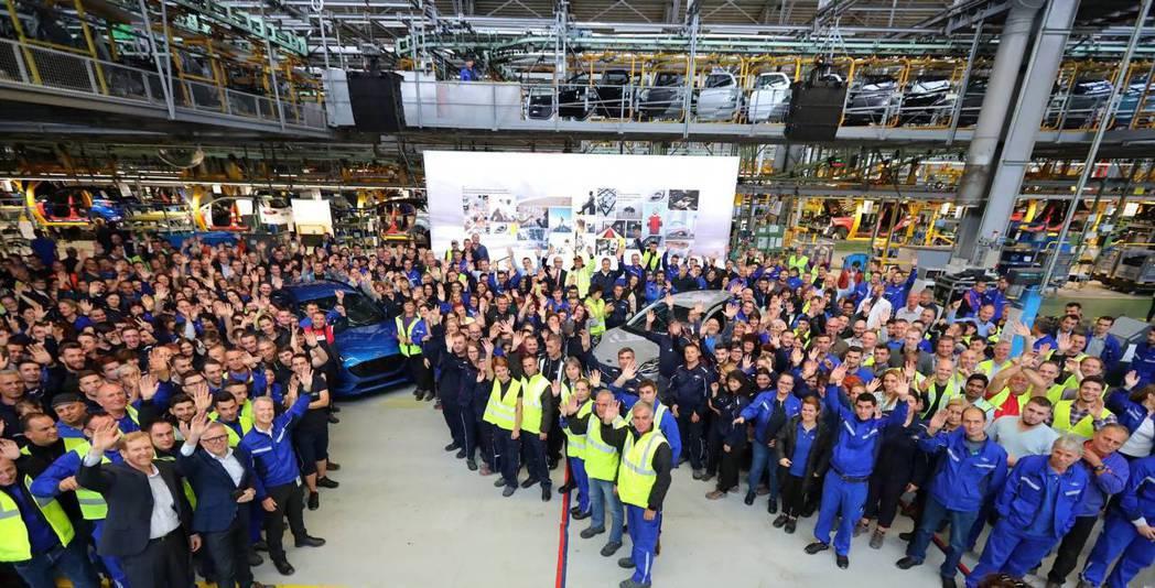 Ford為了Puma,為位於羅馬尼亞的Craiova工廠投資兩億歐元,並雇用了約...