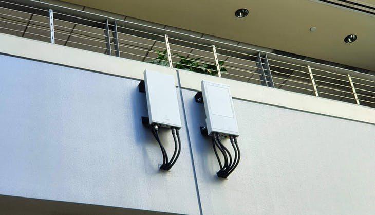 ▲高通辦公大樓內的室內 5G 小基站。Photo Credit: INSIDE/...