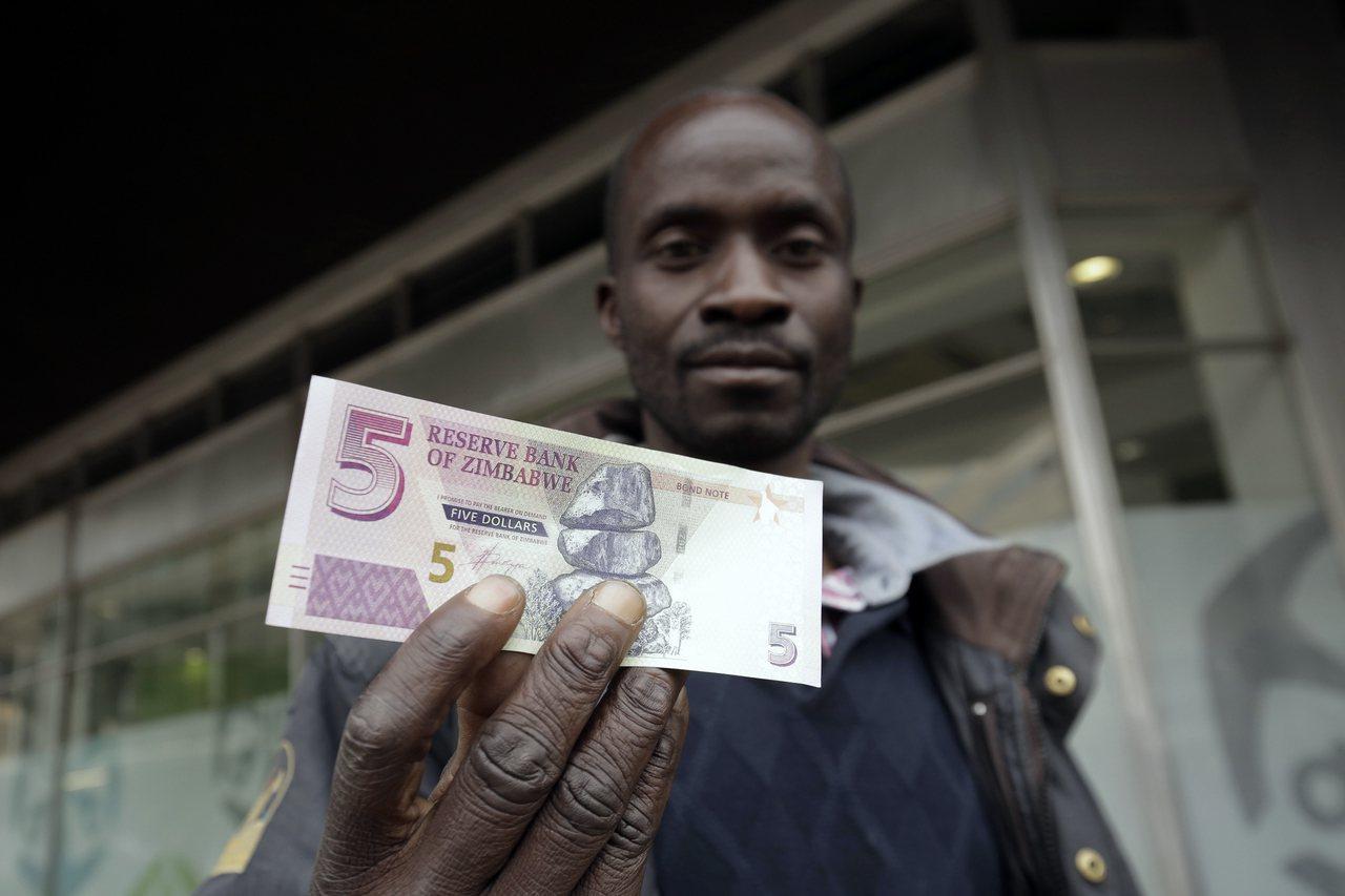 辛巴威政府於6月發行新的辛巴威幣,但新貨幣在公開市場對美元的匯率迄今重貶近六成。...