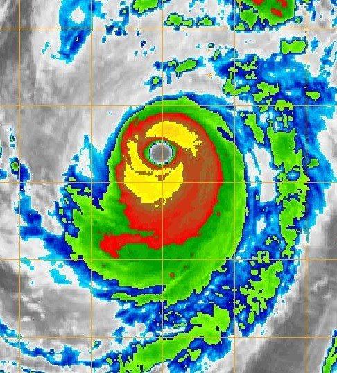 哈吉貝颱風的眼牆雲系,紅色區域寬,而且完整360度環繞,甚至黃色部分也接近環繞。...