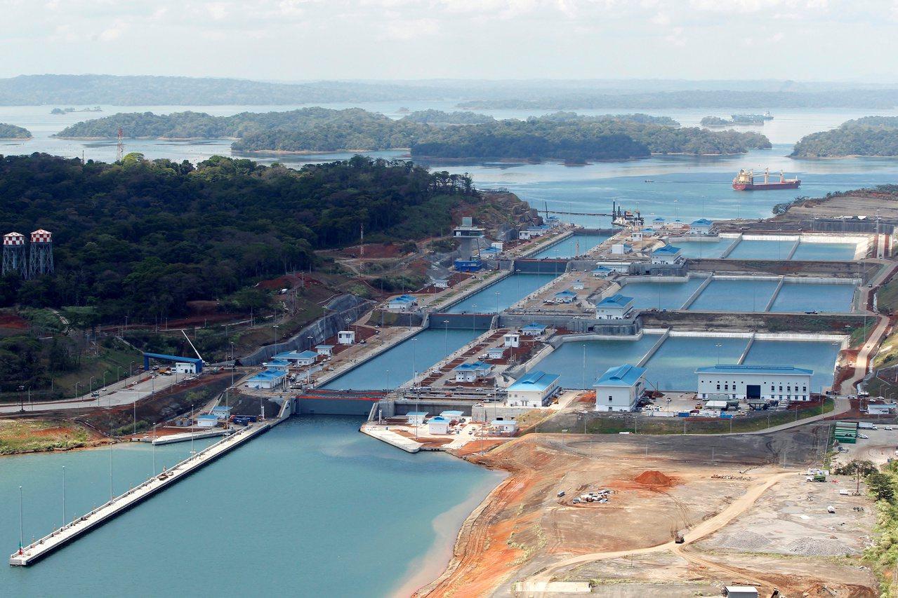 巴拿馬運河有4億6900萬噸貨物通過,創下該運河噸位紀錄。路透