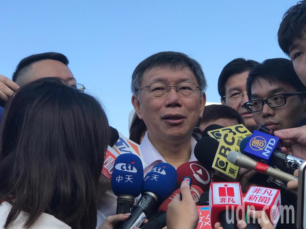 台北市長柯文哲上午參加升旗典禮後受訪。記者楊正海/攝影