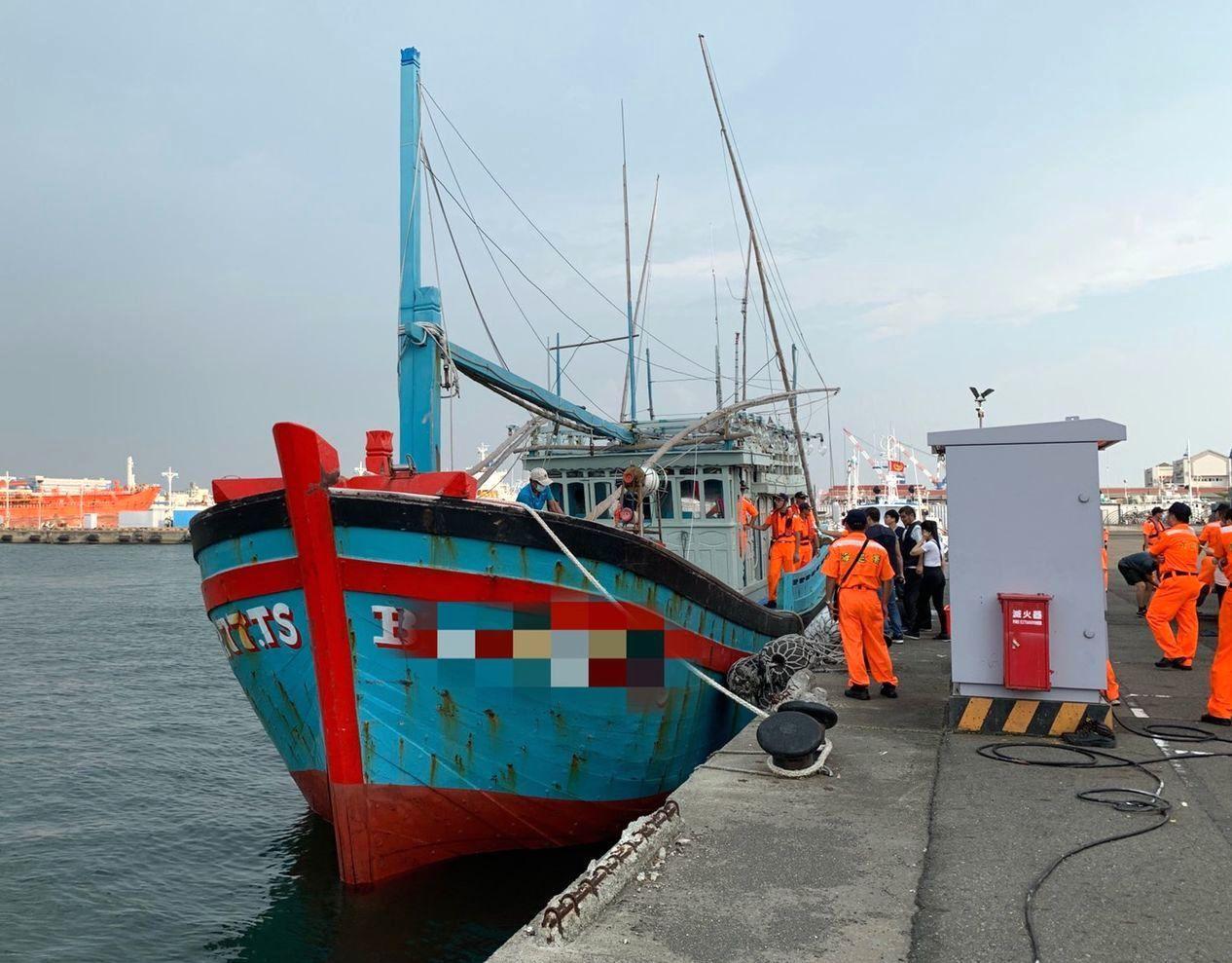 越南籍漁船「BD.97277.TS」漁船侵入我國經濟海域作業,10月3日被押返高...