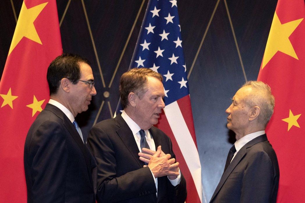 美中貿易談判進展相關訊息矛盾,川普稱很可能達成協議,中方則降低預期。 美聯社